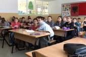 Mungesa e librave në shkollat e Maqedonisë: mësohet si qëmoti, me shënime