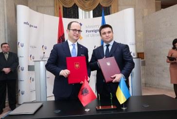 Bushati në Ukrainë për njohen e shqiptarëve të Odesës: nuk e njohim pushtimin e Krimesë nga Rusia