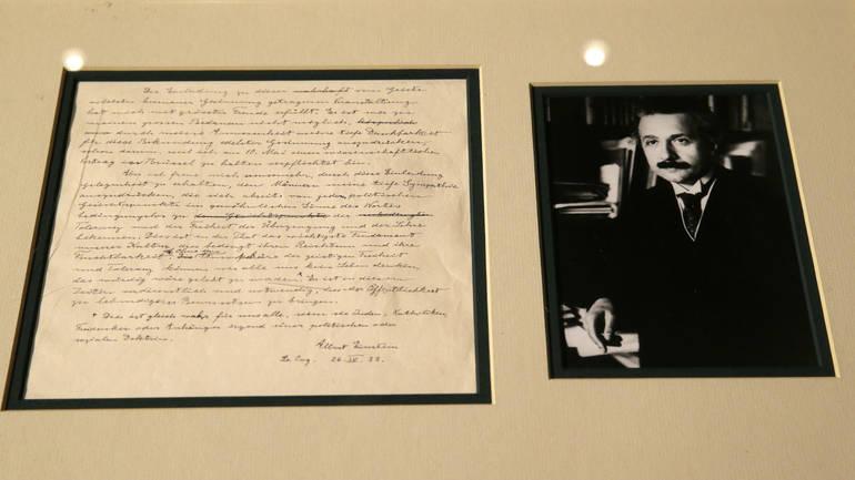 Shitet në ankand një letër e rrallë e Ajnshtajnit  paralajmëroi tmerret e nazistëve