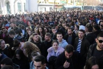 """Protesta e studentëve merr karakter """"dhjetorist"""": sërish në shesh, por """"pa politikë"""""""
