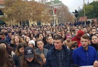 Ç'e bën të komplikuar protestën e thjeshtë studentore? Robert Aliaj dhe një kujtesë për Gezi Parkun e Stambollit