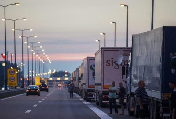 """Efekti """"taksë"""": Shqipëria dyfishon eksportin në Kosovë, Serbisë i bie mbi 98%"""