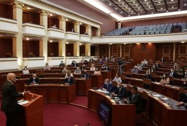 """STOIKE/ Rama, mesazh ndërkombëtarëve: parlamenti është sovran, voton """"5 qershorin"""" por dhe listat e hapura"""