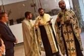 """""""Provokacija"""" serbe në Mal të Zi: Priftërinjtë shenjtërojnë Komunën e Budva-s (pamje)"""
