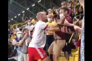 Gjermani, lojtari i turret tifozit në tribunë: më përmendi gruan dhe fëmijët! (pamjet)