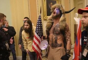 """Prokurorët amerikanë: plan vrasjesh në Kapitol nga """"djalli me brirë"""" dhe shokët e tij"""