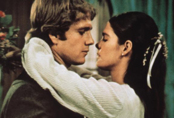 """""""Love Story"""" i famshëm i viteve '70-të: kush janë dy yjet e shtuara në """"Walk of Fame"""" të Hollywood-it"""