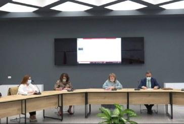 E fundit nga Komiteti COVID: Shkollat e mesme, jo më online
