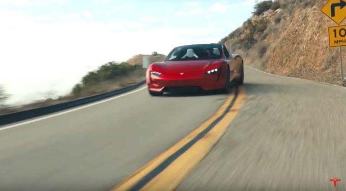 Musk se rozpovídal o Roadsteru. Tesla jich bude vyrábět do 10 000 ročně