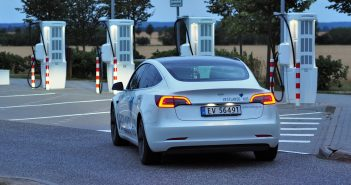 Tesla, Nor a dva Češi mají světový rekord. Za den ujeli 2781 km