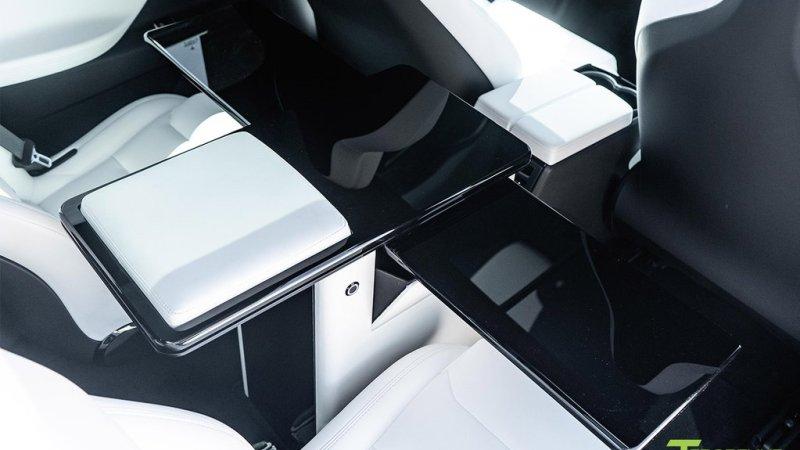 Tesla Model X může posloužit i jako kancelář