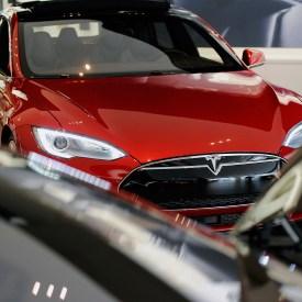 Tesla Software Automates Lane-Changing, Helps Stay in Lane
