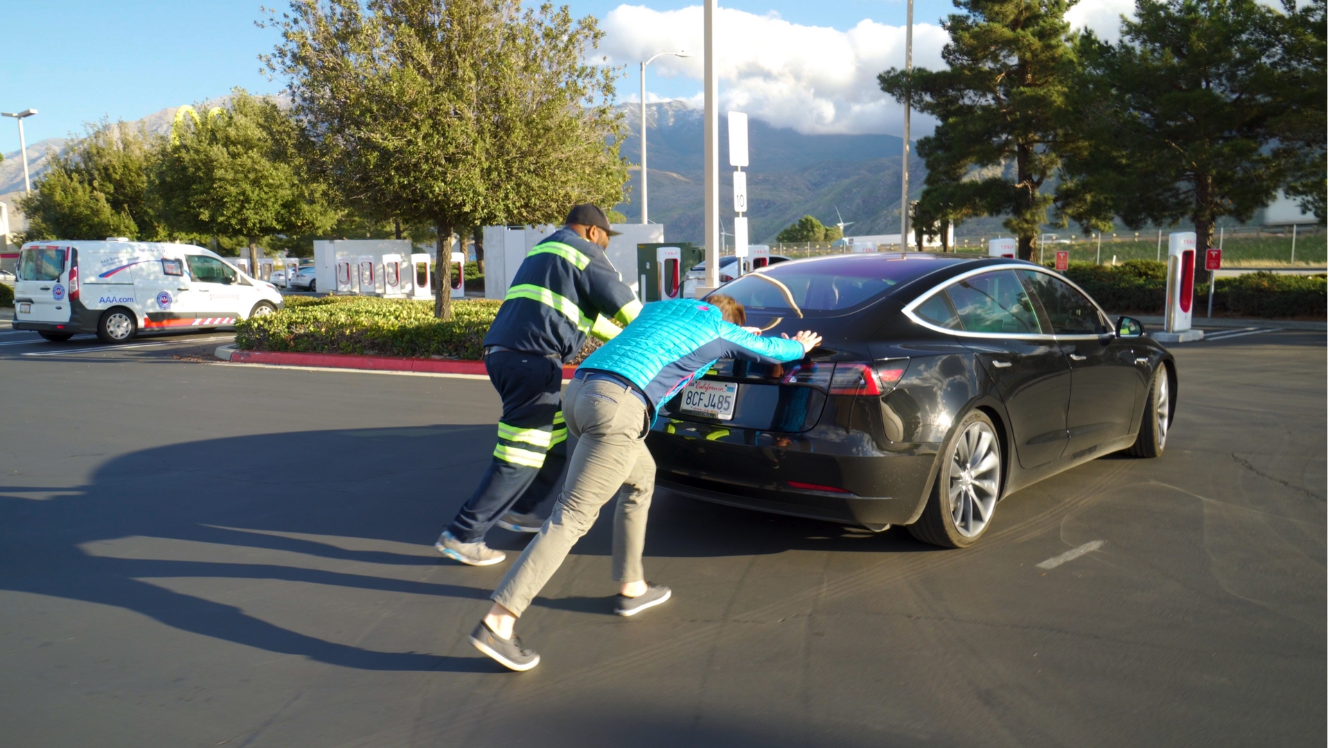 STRANDED Tesla Model 3! What Happens When You Run Out of ...