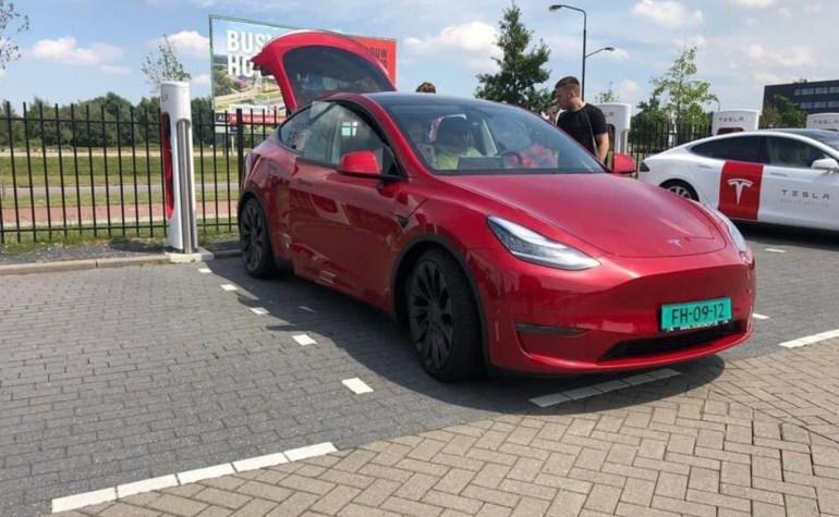 Tesla Model Y будет иметь версию с задним приводом (RWD) с дальностью более 300 миль