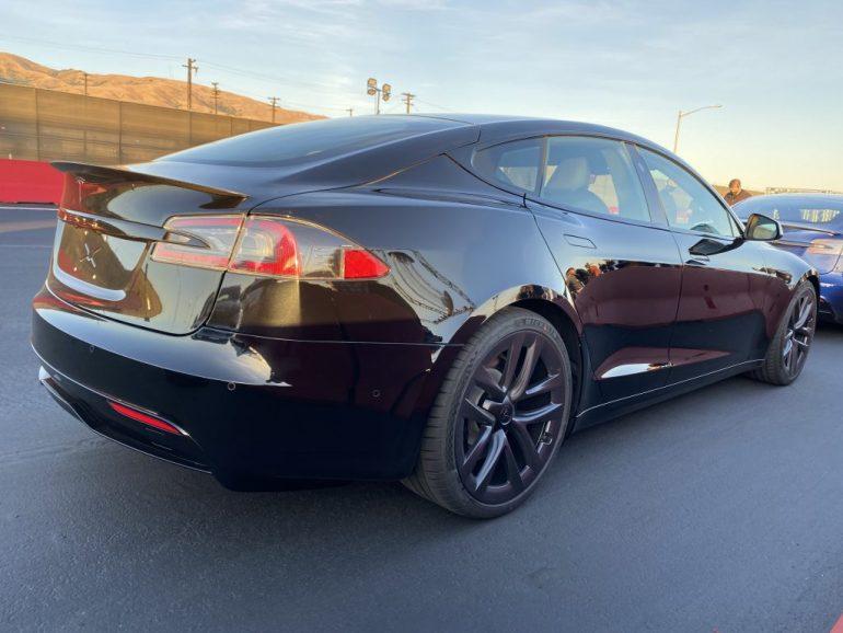 Данные показывают, что Tesla Model S Plaid при 50% заряда тянет быстрее, чем суперкары