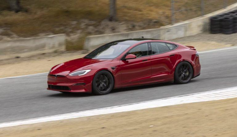 Детали мероприятия по доставке Tesla Model S Plaid демонстрируют повышенное внимание к безопасности посетителей