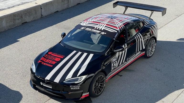 Гоночный автомобиль Tesla Model S Plaid обнажил клыки, обогнав гиперкары в Laguna Seca