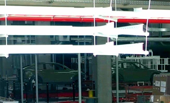 Первые загрунтованные кузова Tesla Model Y заметили в покрасочной мастерской Giga Berlin