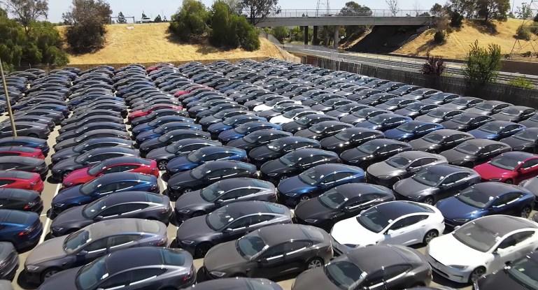 Мероприятие по доставке Tesla Model S Plaid полностью забронировано
