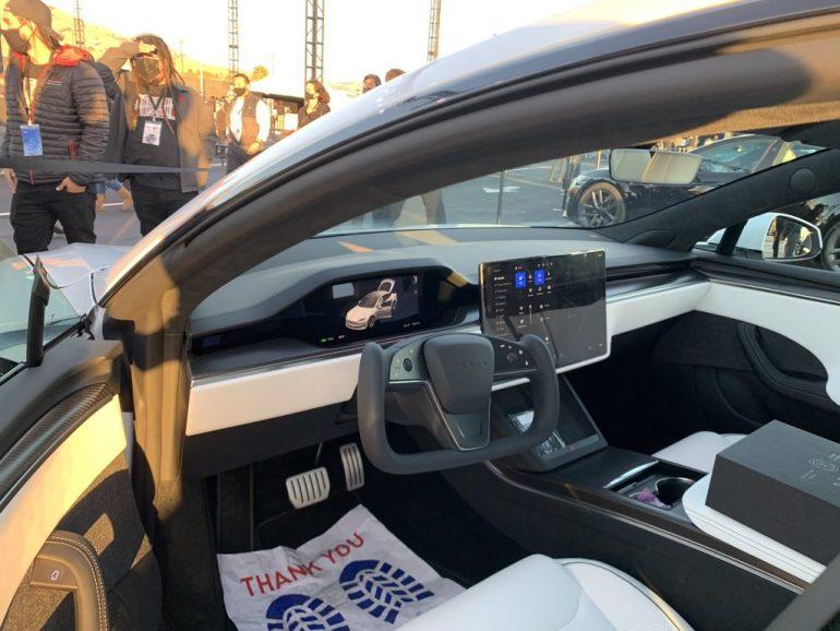 В руководстве по эксплуатации Tesla Model S Plaid рассказывается, как работает функция «Auto Shift»
