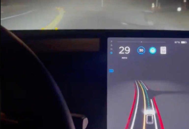 Система технического зрения Tesla FSD Beta V9 впечатляет при движении по улице в тумане