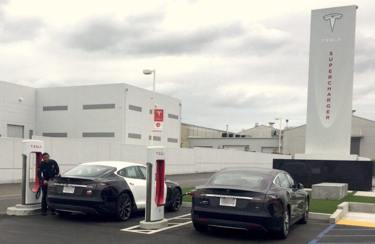 Tesla закрывает для публики свой первый Supercharger