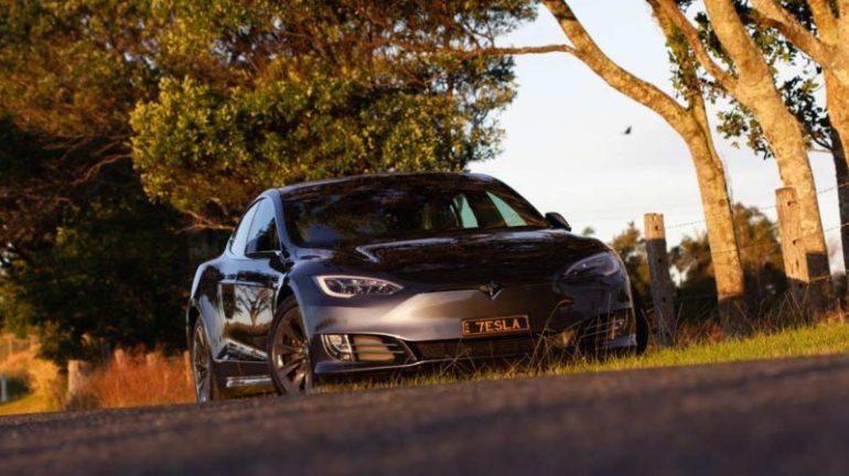 Владелец Tesla Model S поделился замечательным обновлением аккумулятора и тормозов после 400 тыс. Км