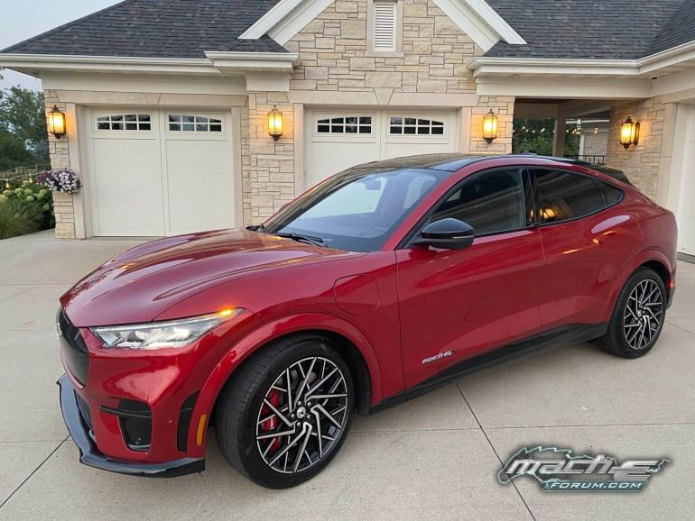 Ford начал поставки ультрапремиального Mustang Mach-E GT