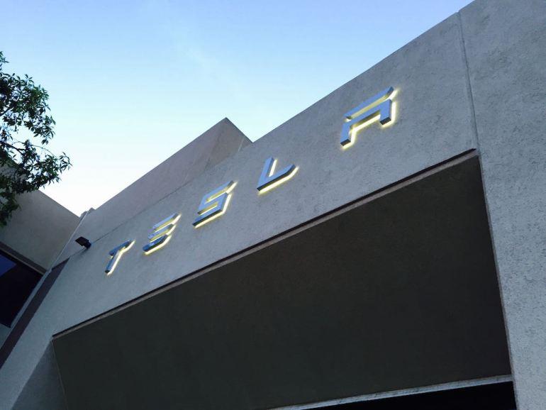 Председатель правления Tesla Денхольм избавляется от запасов на 22 миллиона долларов, поскольку соглашение Маска с SEC приближается к завершению