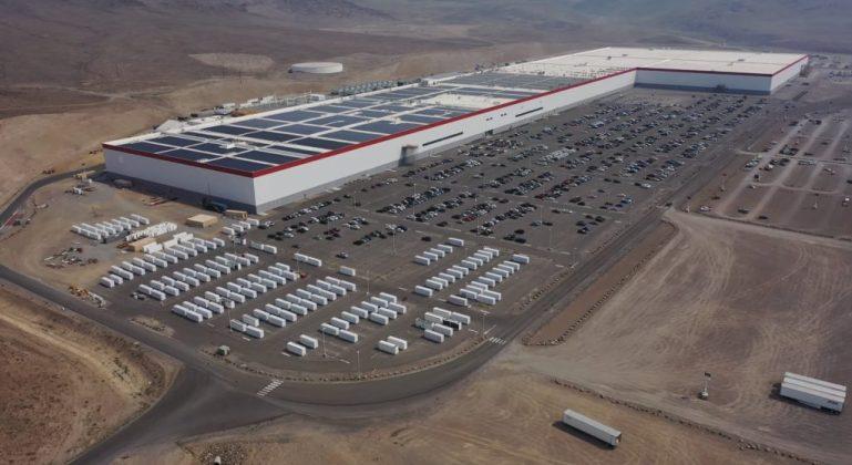 Установка солнечных панелей Tesla Gigafactory Nevada продолжает расширяться