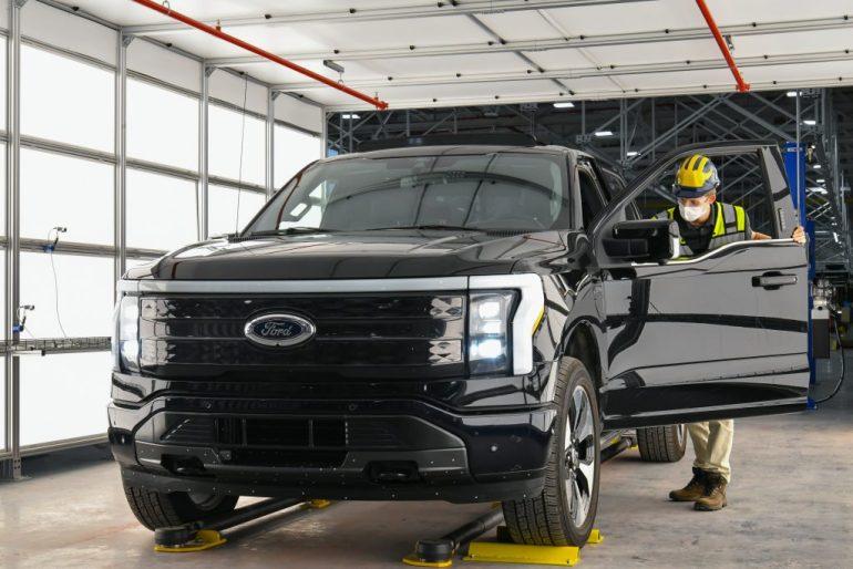 Ford начинает предварительное производство F-150 Lightning и увеличивает инвестиции в электромобили на 250 миллионов долларов