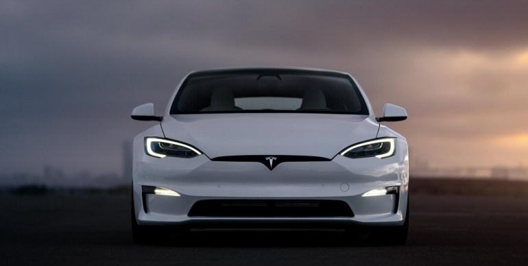Tesla отчитается о прибыли за третий квартал 20 октября, неясно, присоединится ли генеральный директор Маск