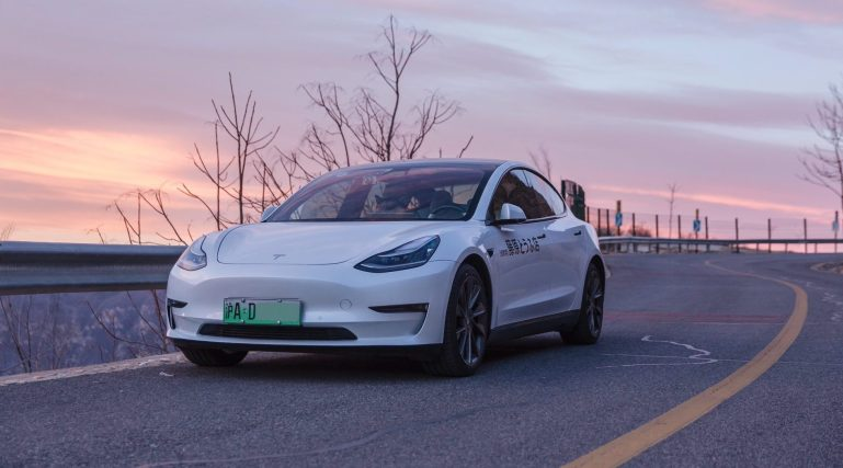 Владелец Tesla, заявивший о «отказе тормозов», приказал принести официальные извинения в течение 10 дней.
