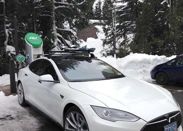 Tesla latauksessa talvella