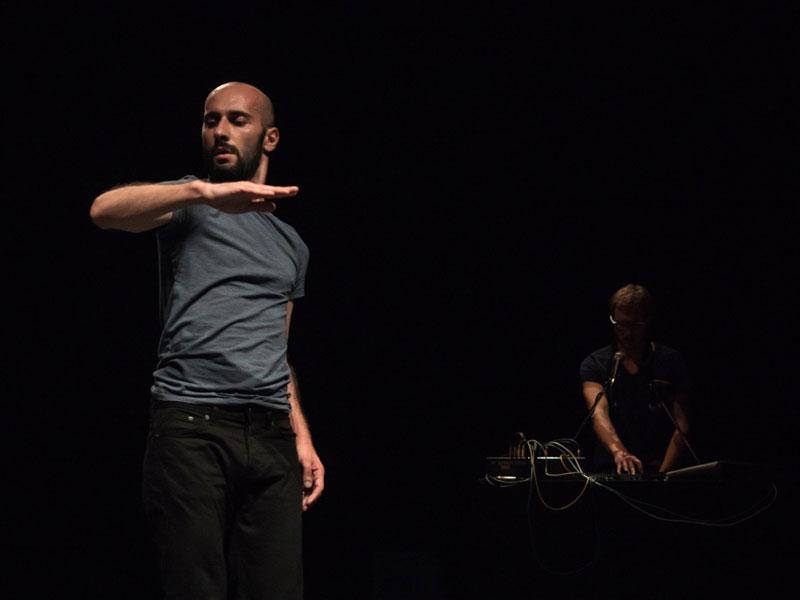 """La rassegna """"Re: act"""" allo Zut di Foligno porta in scena la danza contemporanea con Luna Cenere e Daniele Ninarello"""