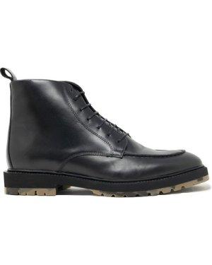 James Apron Boot