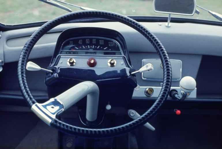 Interno della Citroën AMI6