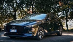 Prova su strada Mazda 3 2021: prezzo, interni e test dell'auto di Batman