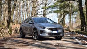 Prova su strada Kia Xceed: l'ibrido diesel dalla doppia anima