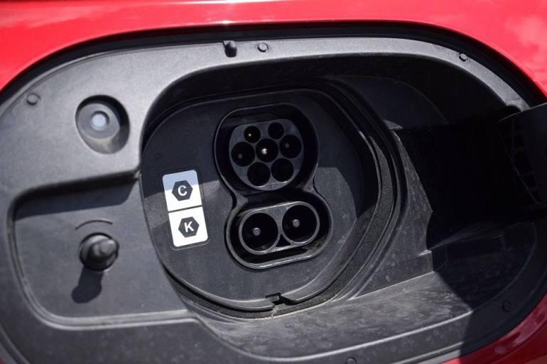 Doppio standard di ricarica per Mazda