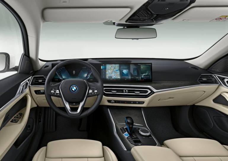 Plancia e infotainment nuova BMW i4