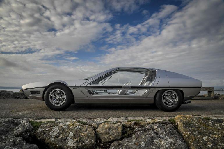Lamborghini Marzal e la superficie vetrata
