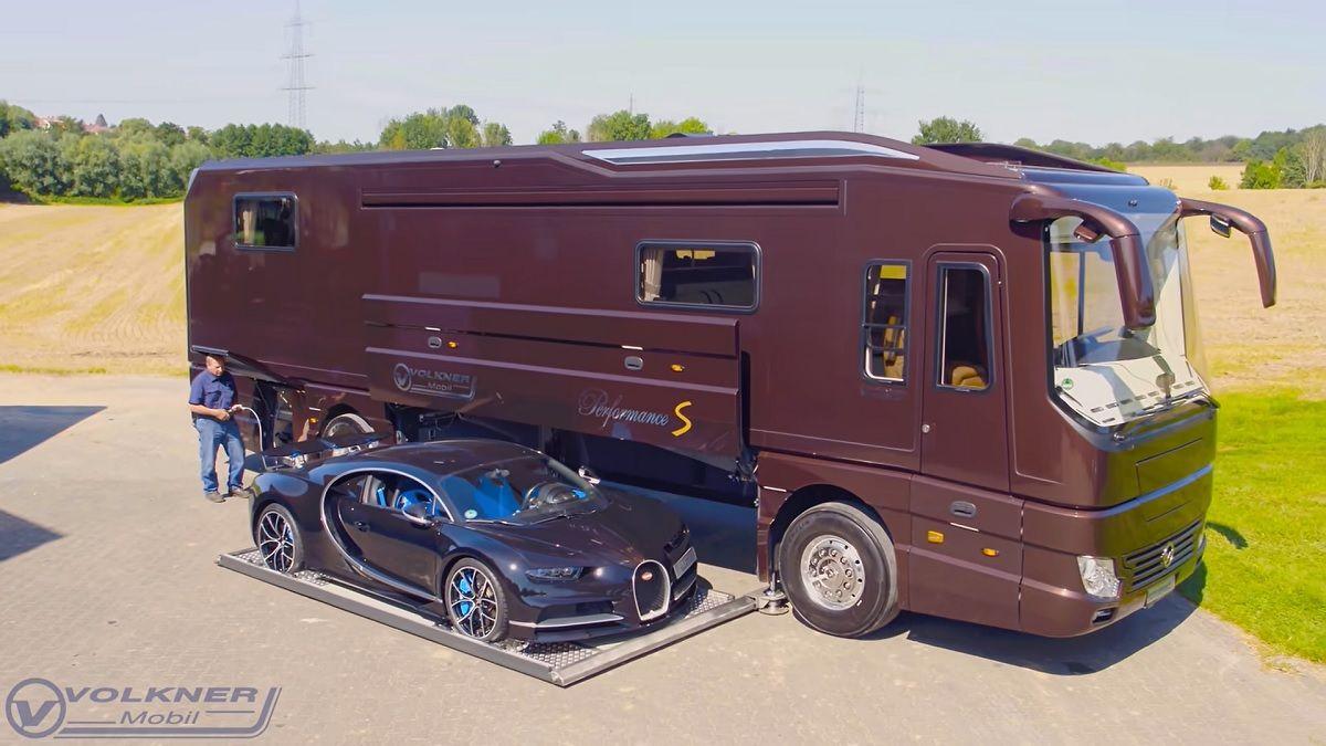 Garage camper Volkner con Bugatti Chiron