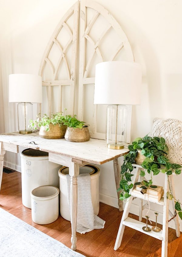 Simple Farmhouse Style Entryway and Decor