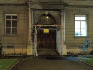 Das baufällige Gebäude gehört der Stadt, sie kann es aber nicht sanieren. Also sollte sie dies Privaten überlassen.