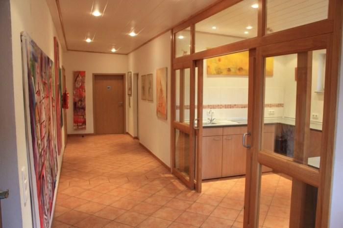 Im Anschluss daran kann ein abgeteilter Bereich genutzt werden um Buffets abseits des Hauptraumes aufzubauen.