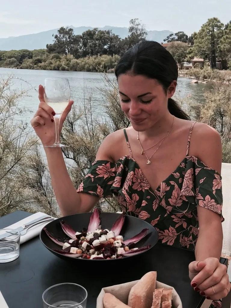 Lavinia Guglieman a pranzo al ristorante la Paillote del Don Cesar