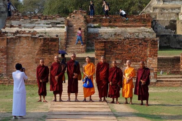 Moines en visite à Ayutthaya