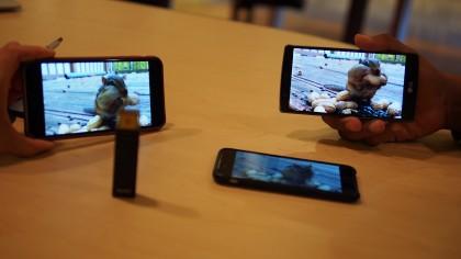 Simultaneous video playback