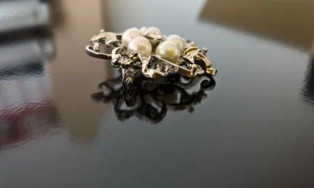 Schmuck zum Anstecken [Valdler Fashion Brosche aus Perlen und Kristall Elegant Blumen Broschenadeln Elfenbein und Silber]